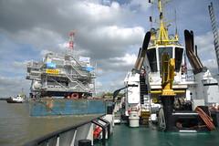 Veia Mate Offshore DST_7484 (larry_antwerp) Tags: fabricom engiefabricom cofelyfabricom veiamate offshore windfarm windpower multratug29 9695470 multratug26 9667863 multratug saarens paula ponton barge schelde        belgium belgi          antwerp antwerpen