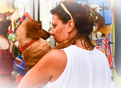 L'amour c'est......Love is...... (www.nathalie-chatelain-images.ch) Tags: italie italy pouilles puglia otranto gens people animal chien dog amour love rue street nikon