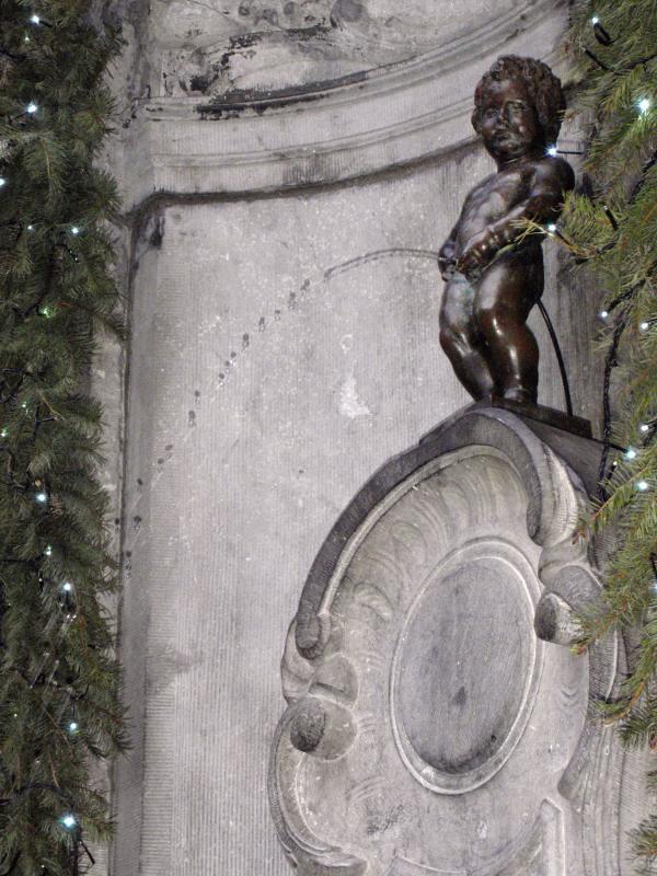 Authoritative answer, Belgian peeing statue