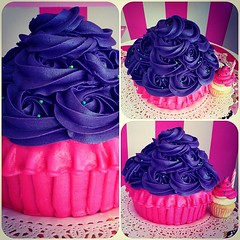 Giant Cupcake  solo en #sweetcakesstore #lecheria #venezuela #cupcakery #bakery #giantcupcake #cupakes #yummy #delicious #cute #pink #girly  #3000followers (Sweet Cakes Store) Tags: cakes fashion giant square de cupcakes yummy y venezuela mini tienda cupcake squareformat rosas crema gigante torta celebracion tortas lecheria ponque mantequilla sweetcakes ponques iphoneography faralados instagramapp xproii uploaded:by=instagram sweetcakesstore sweetcakesve cpckaes