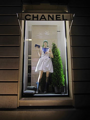 chanel - paris (maximorgana) Tags: blue paris mannequin window fashion shop hair dress manga wig chanel pino cushion handbag elysees maceta maceton leschamps