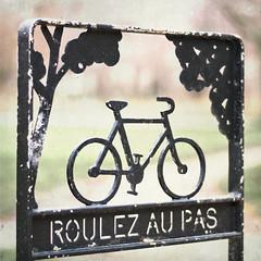roulez au pas (ixos) Tags: 50mm f18 bicyclette velo textured carré ixos texturesquared