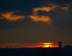 BREAK IN THE CLOUDS (Irene, Montreal, QC) Tags: sunset red darkness redsky sungoingdown sunnyclouds redhorizon sunovercity dreamlikephotos