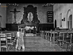 Si no tengo amor nada soy (beluga 7) Tags: blackandwhite church mexico noiretblanc prayer mexique ixtapa eglise humility humilité priere