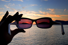 the apparence (Claudia Gaiotto) Tags: sunset landscape glasses hand liguria vision lerici polarizzatore