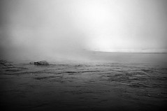 ... il Karma è...gelato! ... (UBU ♛) Tags: blancoynegro water blackwhite noiretblanc biancoenero blureale bluacciaio bluacqua ©ubu unamusicaintesta blusolitudine landscapeinblues blumelancolia luciombreepiccolicristalli fujifilmfinepixx100