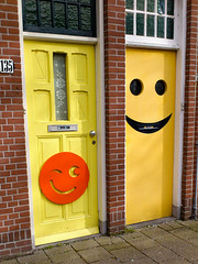 Happy doors (glukorizon) Tags: door red house brick yellow nederland delft number mellowyellow huis geel rood centrum twee deur odc zuidholland baksteen getal oostsingel themaskswewear odc2 ourdailychallenge competitioncorner