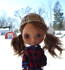 Blythe a Day March: 10 daylight (Jemjoop Blythe/BJD) Tags: winter outside daylight doll coat barbie cap mohair blythe knitted custom tartan rune
