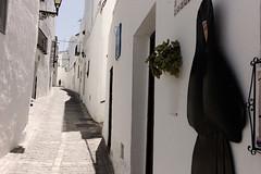 (garbo photo) Tags: street leica sculpture woman digital andaluca spain exterior watching pedestrian nun cobblestone andalusia m9 vejerdelafrontera