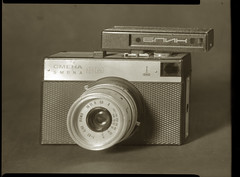 A little big toy camera (O9k) Tags: camera stilllife film analog studio lomo papernegative 4x5 largeformat 9x12 smena8m schneider viewcamera cameraporn russiancamera selfdeveloped homedeveloping symmar sovietcamera sinarp directpapershot
