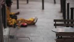 Blured Vision (J!bz) Tags: toulouse street blur flou jaune yellow sdf beggar calle rua rue man trottoir urbain urban urbano jbr jibz jbz 55 france francia 2015 homeless poverty