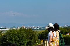 An airplane is coming ! (Hiro_A) Tags: itami skypark sky airplane plane aircraft osaka international airport girl d7200 nikon tamron 70300mm 70300