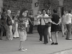 Dansons... Let's dance (alainpere407) Tags: parisplage alainpere parisnoiretblanc candidpictureinparis parisborddeseine parisinsolite dance