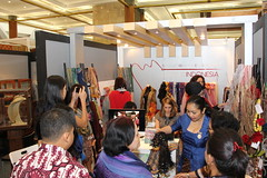 Sahabat Wanita and Era Soekamto for Unique Indonesia on Indonesia Fashion Week 2013