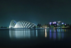 Deep night in Singapore ~ EXPLORE (dorena-wm) Tags: light oktober color reflection architecture night dark bay licht singapore asia asien nacht explore architektur botanicgarden farbe spiegelung singapur dunkel 2012 reflektion botanischergarten lx5 dorenawm southbaygarden