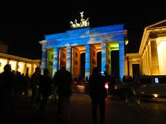Brandenburger Tor beim Festival of Lights 2012 in Berlin (D.ST.) Tags: berlin festival night photoshop germany lights mit sony german beim tor brandenburger der 2012 cs6 aufgenommen cs5 dscw350