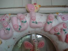 Detalhe do nome da guirlanda da Julia (tatiane_zoo) Tags: bebê feltro patchwork corujas tecido