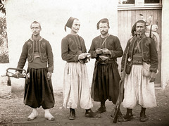 pause photo et tabac pour les zouaves avant la manoeuvre - collection Reynald ARTAUD mtopassion (Reynald ARTAUD) Tags: photo yahoo google collection tabac pause avant nord afrique artaud zouave reynald manoeuvre 18501900