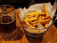 67 Burger (lulun & kame) Tags: newyorkcity usa newyork beer brooklyn america americanfood     lumixg20f17 americasfood