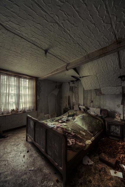 maison de la grande georges master bedroom