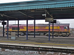 66139 At Didcot (Deepgreen2009) Tags: station train platform railway 66 western locomotive canopy didcot stabled