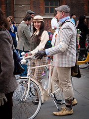 Tweed Run 2011 (grobs gfx) Tags: 1920s ladies london leather bike bicycle vintage cycling 1930s traditional caps hats suit 1940s 1950s hosiery gents brooks tweed gentlemen dapper dames dashing cravat pashley daysgoneby atire cyclechic cyclestyle tweedrun bikesforafrica