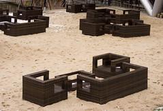 Sitzgruppen, Frankfurt am Main 2013 (Spiegelneuronen) Tags: strand westhafen frankfurtammain frankfurterbotschaft ausenbereich