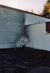 CORNER (LA PEUR DU VIDE) Tags: street film analog corner 35mm fire analogue yashica continuedecreuser
