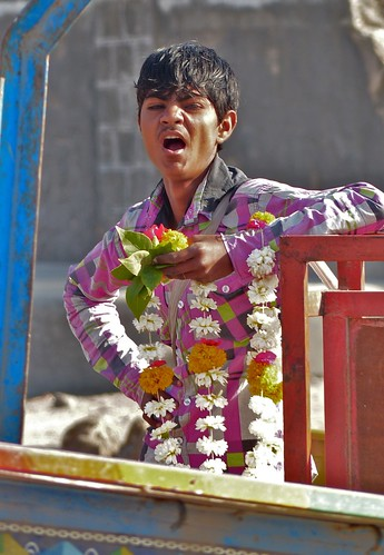 Tired flower seller, Somnath Temple, Veraval, Saurashtra, Gujarat