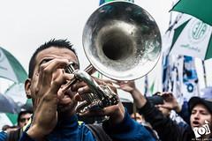 Trompeta (Mai Zrate) Tags: ate atecapital bombo lluvia trompeta platillos multitud personas protesta cristinakirchner 13a todosconcristina danielcatalano sombrillas banderas paraguas