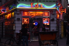 Ed's (Marta Marcato) Tags: food pub diner london soho neon light lights colors color cibo londra luci luce colori nikond7200 street strada