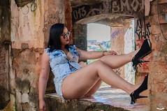 Tais Ferreira (JESSICA FERRREIRA) Tags: retrato pessoa top portrait person mulher linda beleza campinas sp woman beautiful beauty ao ar livre sexy gente cat green graffit glbt bela brasil urban style estilo ensaio externo casarao