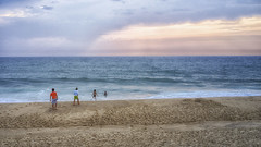 (thierrylothon) Tags: phaseone captureonepro c1pro sony sonyrx1 squarspace publication 500px aquitaine gironde fluxapple flickr personnage ocan plage activit promenade lumire graphisme paysage
