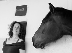 Dolores loves you (Lou Rouge) Tags: caballo mujer yegua horse mare woman retrato portrait bn blancoynegro hpica monteverde