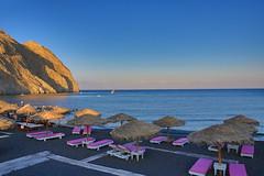 A Pink Day on the black Beach (DieBuben.de) Tags: beach bluesky sand sun sunbeds