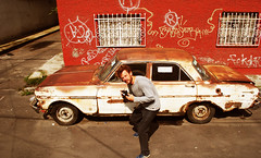 Profession Reporter (Harry Szpilmann) Tags: mexico streetphotography people portrait photographer vintage rusty car mexique chevrolet portales