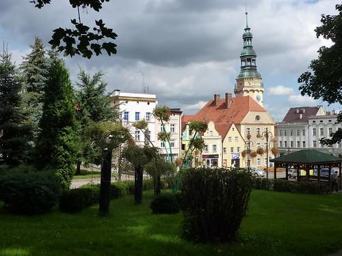Blok śródrynkowy w Otmuchowie z podejścia do zamku