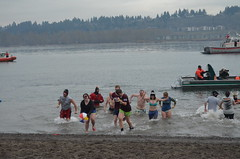 DSC_0229 (Lynette_1_2_3) Tags: county river office dive olympics patrol polar beach river special oregon columbia unit february team multnomah portlandoregondailyphoto plunge sheriffs broughton 92013