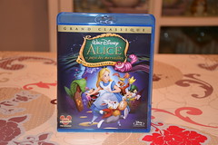 DVD Alice in Wonderland (Girly Toys) Tags: alice wonderland aux pays des merveilles disney cheshire cat white rabbit bunny lapin blanc chapelier fou mad hatter queen hearts la reine de coeur collection dvd le lièvre mars missliliedolly miss lilie dolly aurelmistinguette girly toys collectible girlytoys