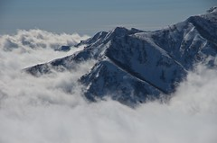 A ridge above a cloud (Yoshia-Y) Tags: happoone