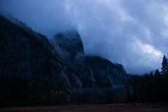 Evening descends upon Yosemite (kern.justin) Tags: california justin fog clouds river evening nationalpark nikon rocks wind merced kern yosemite granite yosemitenationalpark bluehour kernjustin