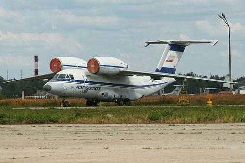 Antonov An-72 (RA)'-72947'