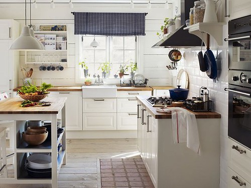 white-country-style-kitchen