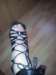 20130301_151118 (sandalettes) Tags: exhibition chienne bas pieds vernis orteils ftichisme collants sandalettes