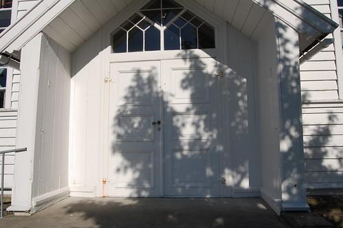 Austrheim kirke - inngangsparti