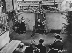 Dans le ghetto, le barbier et Hannah tente de maintenir  distance une troupe d'assaut (Charlie Chaplin: du muet au parlant) Tags: film hannah 1940 charlot ghetto dictateur cinma charliechaplin bfi barbier paulettegoddard photofilm filmparlant troupedassaut