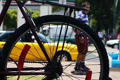Trasera (supernova.gdl.mx) Tags: contraluz taxi bicicleta bici silueta rayo rueda llanta patinador trasera arillo
