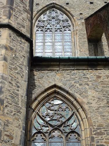 Maswerki w południowej elewacji kościoła śś. Piotra i Pawła w Strzegomiu
