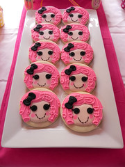 Lalaloopsy - Sophia's Party!! (Mily'sCupcakes) Tags: pink party argentina buenosaires cookie cupcake sophias bakingcups vitaminewater cakepops lalaloopsy mily´scupcakes pinkstripedstraws sugarcrunbs