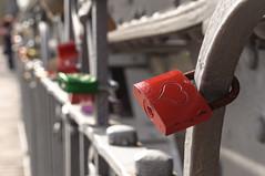 old love does not rust (MR-Fotografie) Tags: love liebe herz heart red rot brücke bridge schloss lock peisnitz peisnitzbrücke hallesaale nikon d90 nikkor 50mm 18d mrfotografie explore